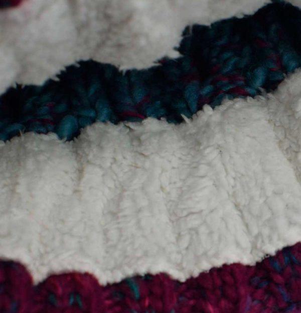 Gorro con pompon Tundra detalle forro interior