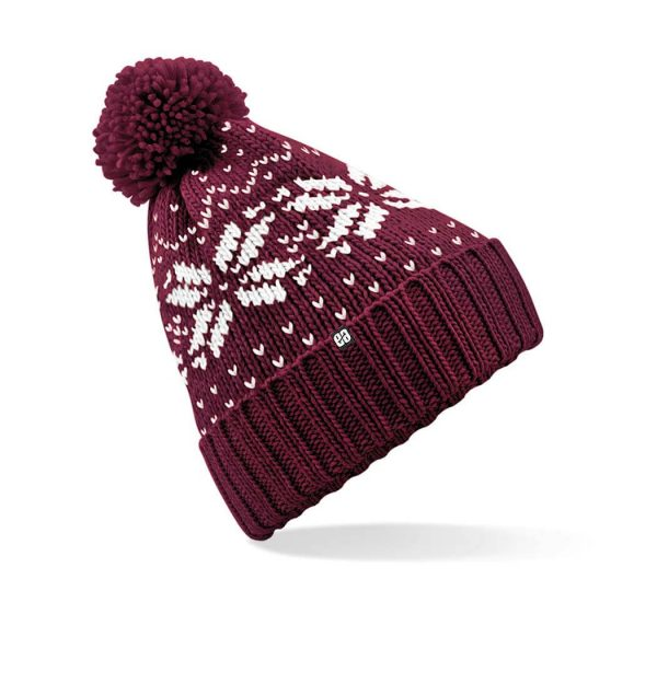 Gorro con pompon de color granate.